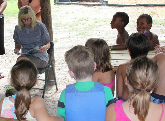 First Lady Ann Scott reads to students at Fanning Springs State Park.