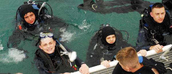 Divers ready to explore shipwreck