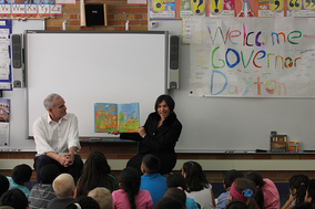 Governor Dayton reads to students