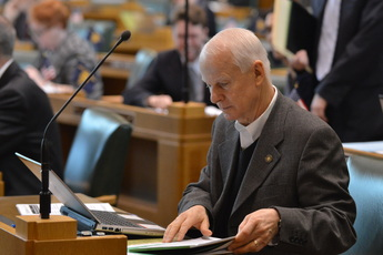 Richardson at Floor Desk