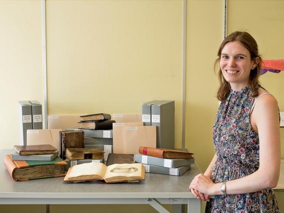 Minton Project Conservator Jess Hyslop