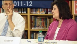 Teacher chatting with Arne Duncan in Tennessee
