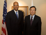 Acting Deputy Secretary Jim Shelton greets Chinese Vice Minister of Education Hao Ping