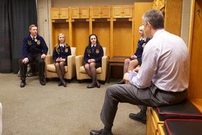 Secretary Duncan with FFA members