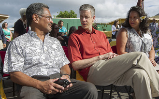 Arne Duncan talks with educators and families in Hawaii