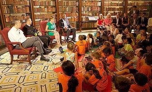 Arne reading to kids