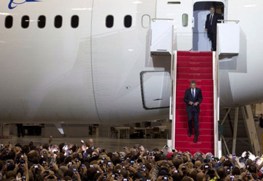 obama with dreamliner