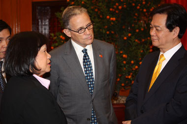 Hochberg and Lui with Vietnam PM