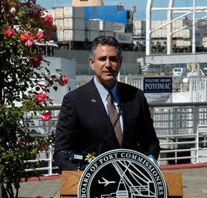 Under Secretary Sánchez during a ceremony formalizing a partnership to promote exports between ITA and the American Association of Port Authorities.