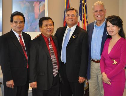 Photo of Ruben Garcia with members of the International Chamber of Commerce and a visiting Chinese delegate.