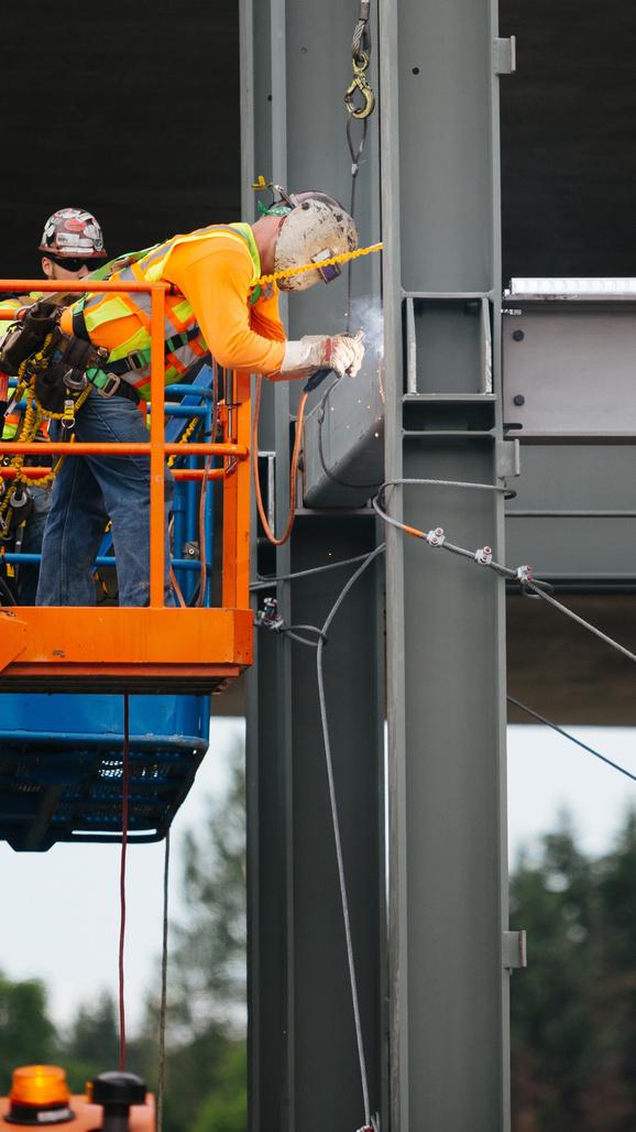 Mercer Island rail welding crossbeams