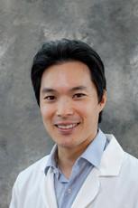 Dr. Steven Chen Headshot