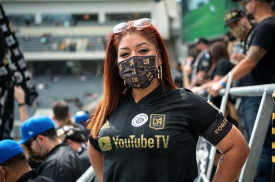 mask at game