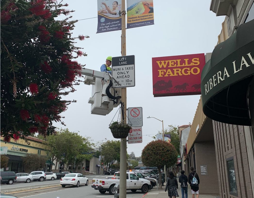 New Muni & Taxi only signs being installed on West Portal