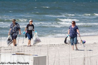 Volunteers collect trash along Panama City Beach. Photo by Life's a Vacation Photography.