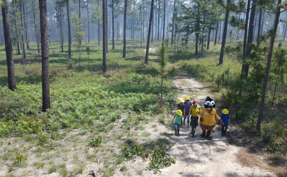 Shan Cammack and Burner Bob talk prescribed fire with youth (The Longleaf Alliance)