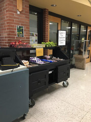 Photo of grab n' go breakfast display at Hoover High School in Des Moines.