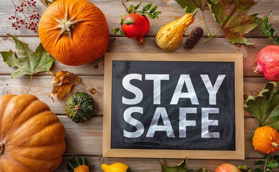 Stay Safe Thanksgiving table image