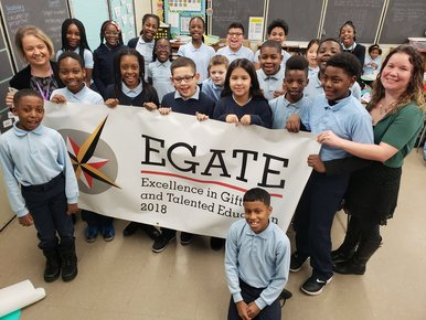 Image of students and staff at Montpelier ES holding 2018 EGATE Recognition Banner