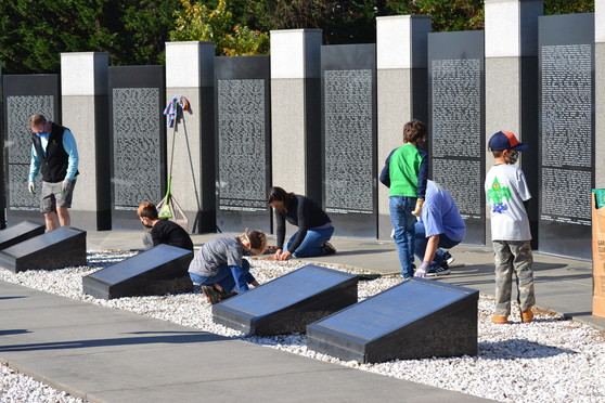 Clean-up at WWII Memorial photo