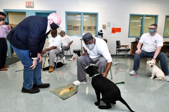 Governor Hogan photo at Vet Dog Program