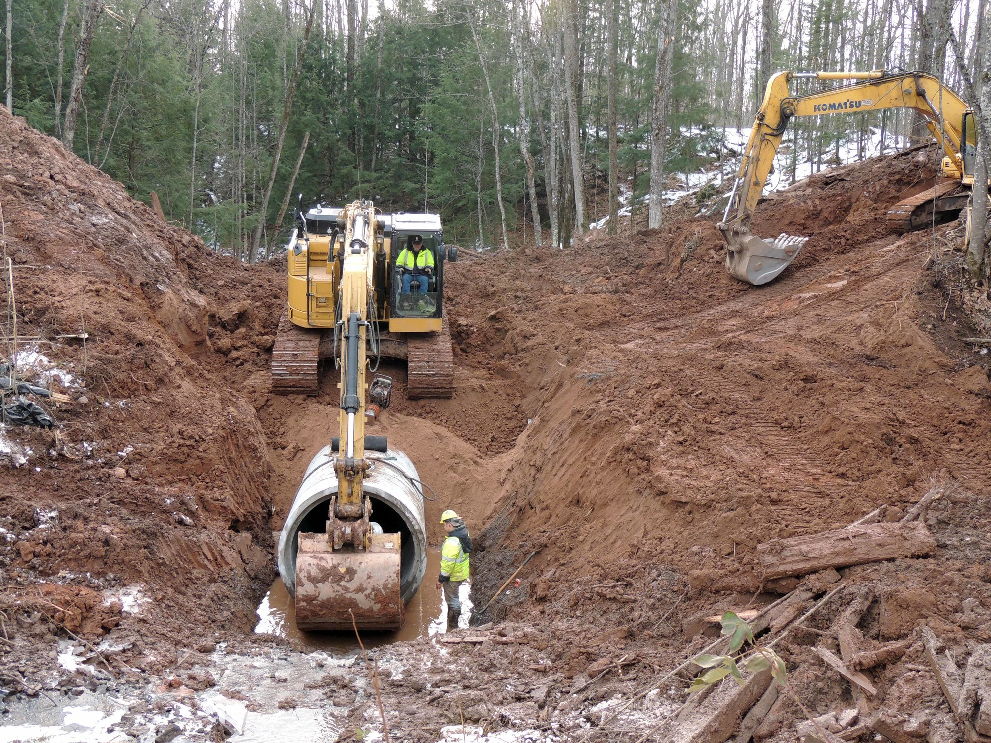 Workers put one of the final sections of culvert in place. (Photo courtesy Don Helsel, MI-TRALE)