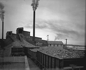 A line of carts carrying copper-rich rock wait to move into a stamp mill for the Mohawk and Wolverine mines, where the rock was crushed.