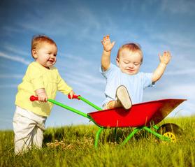 kids with wheelbarrel