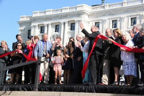 Governor Mark Dayton cuts the ribbon to open the State Capitol