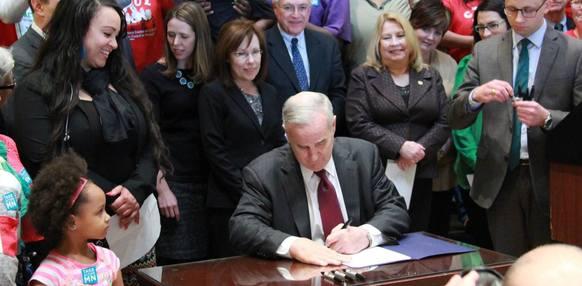Governor Dayton Signs Minimum Wage Legislation