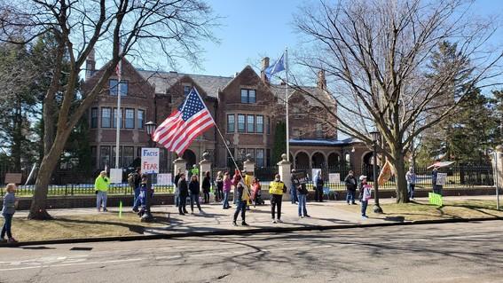 protest at Govs mansion