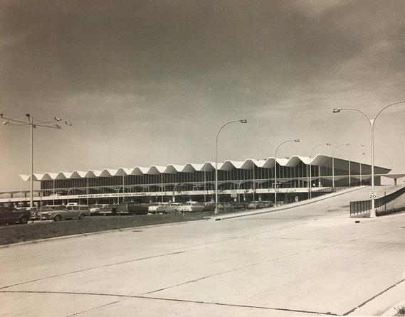 Lindbergh front exterior