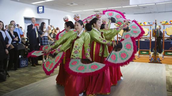 Delta Seoul dancers