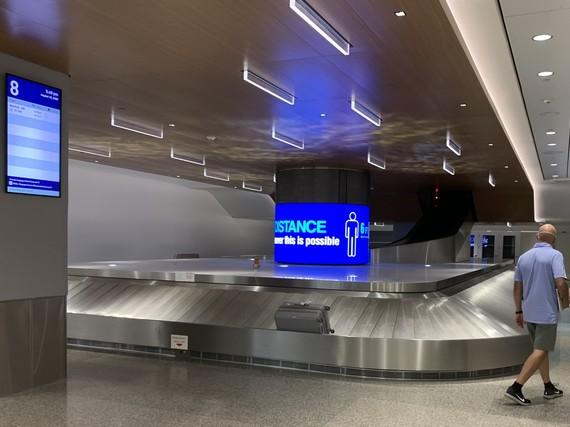 baggage claim 8