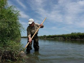 Water monitoring in the Des Moines River in southwest Minnesota