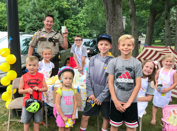Lemonade stand in Shoreview August 2018