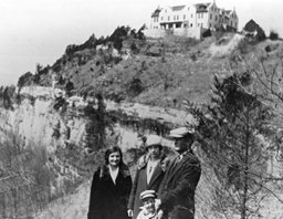 Black and White picture of family at Ha Ha Tonka State Park castle