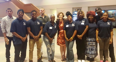 Mayor Betsy Hodges poses with Minneapolis BUILD Leaders who were attending the PARTNERS conference.