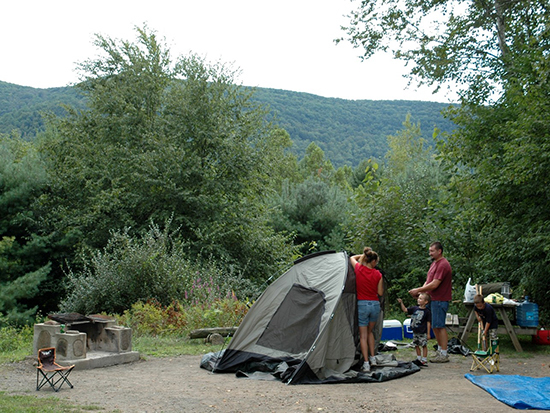 Family setting up a tent at Kenneth L. Wilson campground