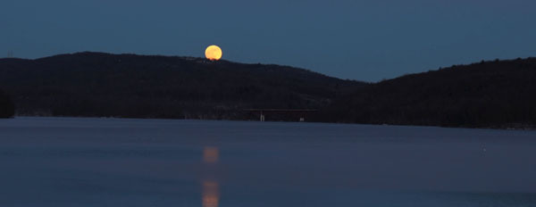 Photo of a Super Moon courtesy of Ed Mertz (see 1/1)