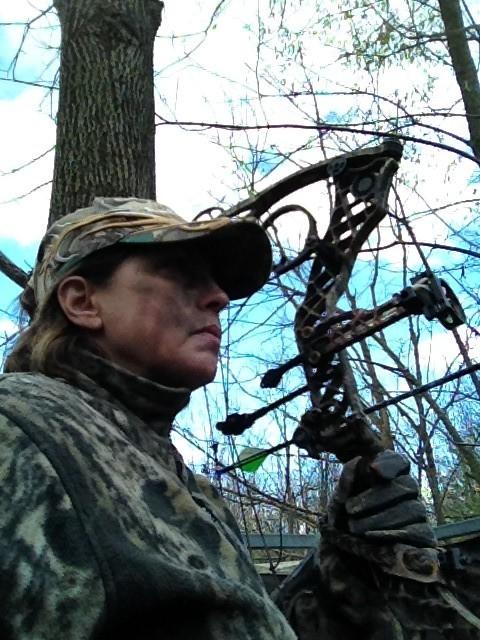 archer Judy Guske in treestand