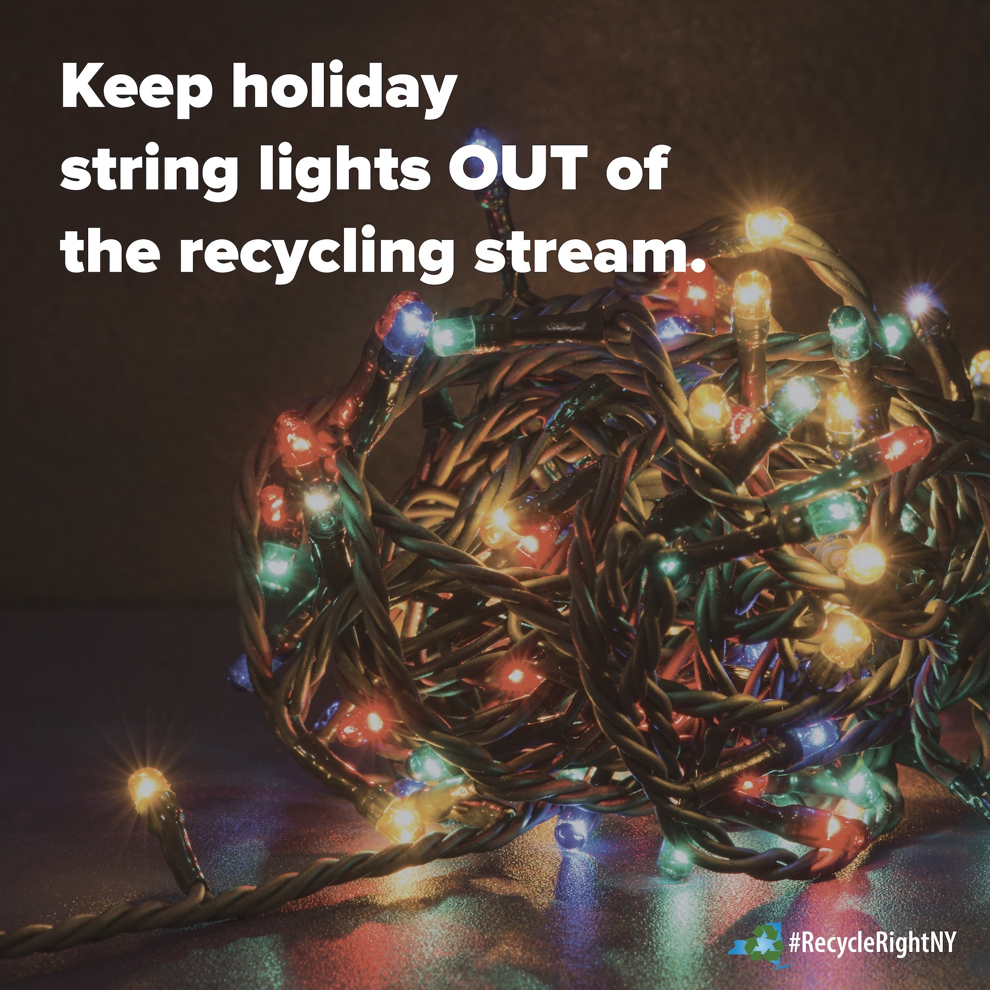 image letting people know to keep holiday lights out of their recycling bins