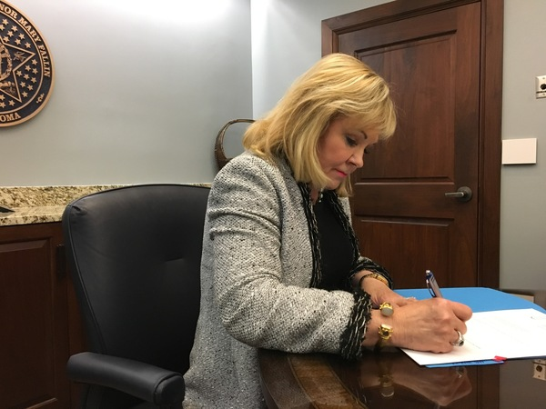 4-10-18 Gov. Fallin Signs Bills