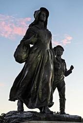 Pioneer Woman Statue
