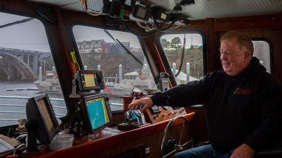 Charter captain Lars Robison