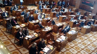 picture of senate floor during floor session from above