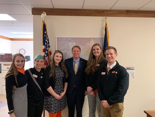 Sen. Knopp Visits with OSU Cascades Students
