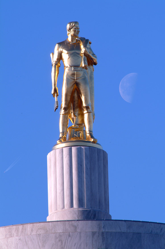 Golden Man atop the Capitol in Salem