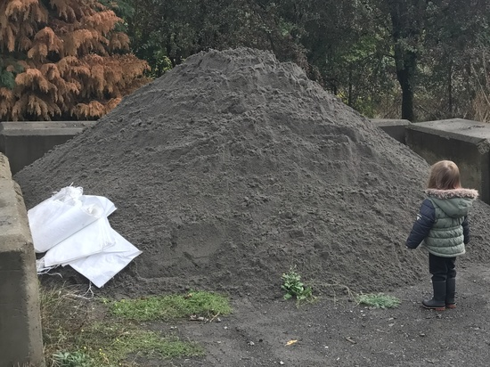 Sand pile at SE 111th and Harold