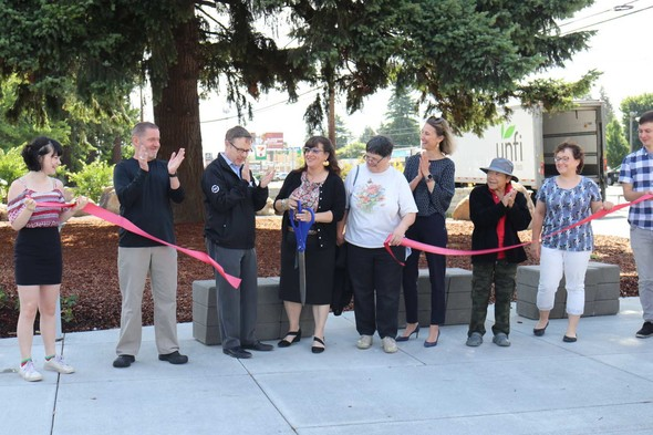 Commissioner Eudaly and Chris Warner cut the ribbon on the Halsey-Weidler Streetscape Project